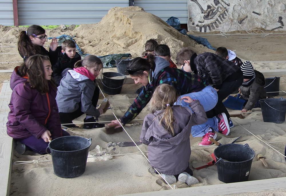 visite découverte de Paléopolis par des enfants 1er avril 2015